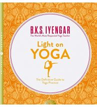 Light on Yoga : The Definitive Guide to Yoga Practice